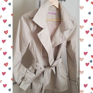 Light Weight Double Buttons Short Trench Coat